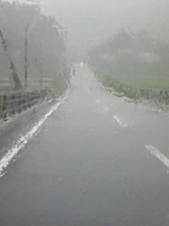攻撃的な大雨!